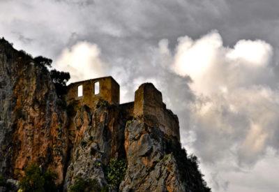 castillo chulilla nubes