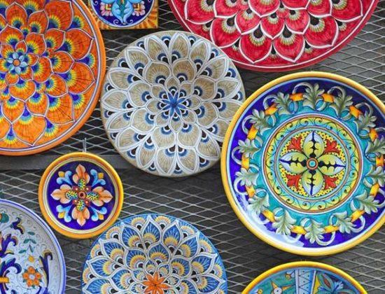 Siente la cerámica de Manises.